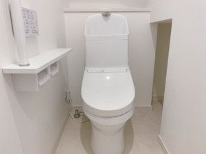 1階のトイレは階段下を有効活用